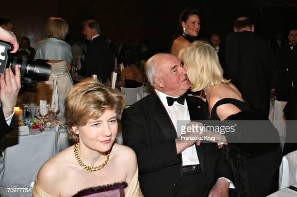 Dr Helmut Kohl Mit Freundin Maike Richter Und Charity Lady Ute Ohoven Beim Deutschen Opernball In Der Alten Oper In Frankfurt Am 250206
