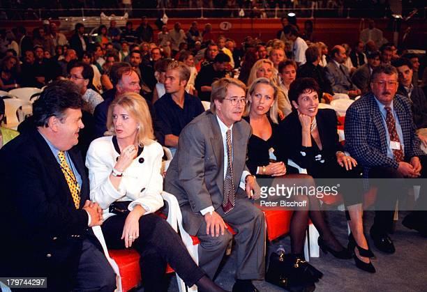 "Dr. Helmut Thoma , Ehefrau Daniela, Frank Elstner , Lebensgefährtin Britta Gessler, Erika Berger , Ehemann Richard Mahkorn , ""Boxkampf im..."