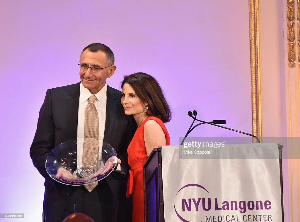 Dr  Hersch Leon Pachter accepts his NYU Langone Medical