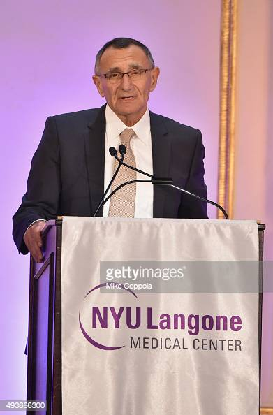 Dr  Hersch Leon Pachter speaks on stage at NYU Langone