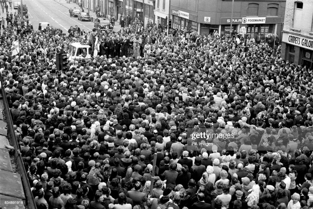 Dr Ian Paisley Addresses A Mass Gathering Of Supporters In The