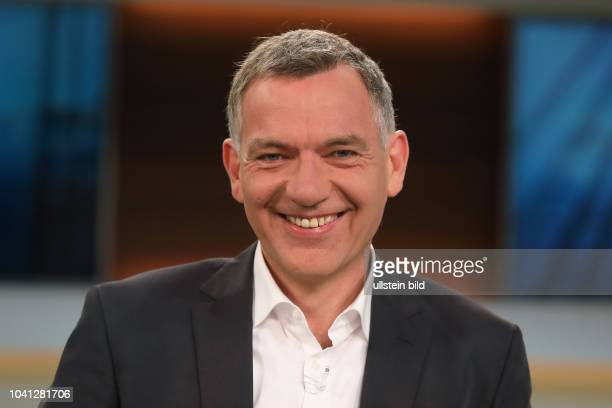 Dr. Jan van Aken in der ARD-Talkshow ANNE WILL am in Berlin Thema der Sendung: Trump bekämpft Assad - Droht jetzt ein globaler Konflikt?