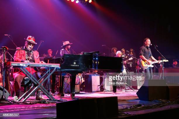 Dr John Kenny Aronoff Don Was Brian Stoltz Ann McCrary Regina McCrary Deborah McCrary and Bruce Springsteen perform during The Musical Mojo of Dr...