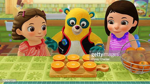OSO Dr Juice Special Agent Oso helps Zoe and her little sister Alex make fresh squeezed orange juice for their mom who has a cold This episode of...