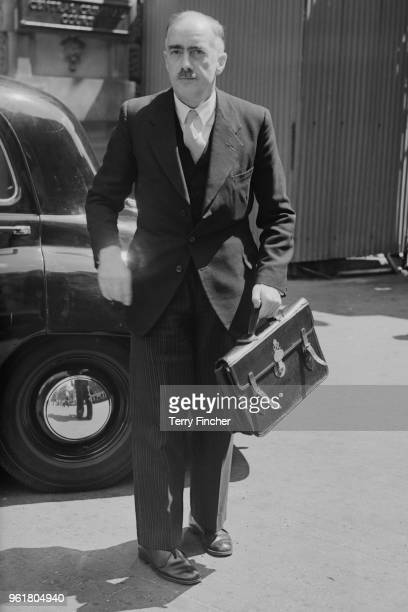 Dr Lewis Charles Nickolls Chief of the Forensic Science Laboratory at Scotland Yard appears at the Old Bailey in London during the trial of serial...