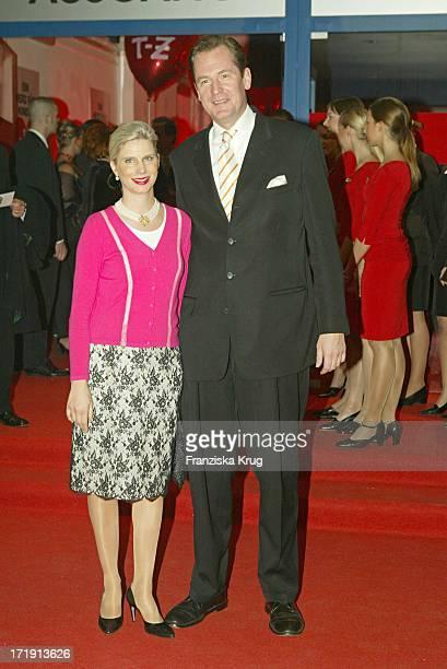 Dr Mathias Döpfner Mit Ehefrau Ulrike Bei Der Benefizgala Ein Herz Für Kinder Im Hangar 2 Des Flughafen Tempelhof