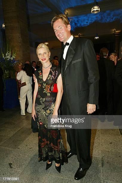 Dr Mathias Döpfner Mit Ehefrau Ulrike Bei Der Innocence In Danger Gala Im Deutschen Historischen Museum
