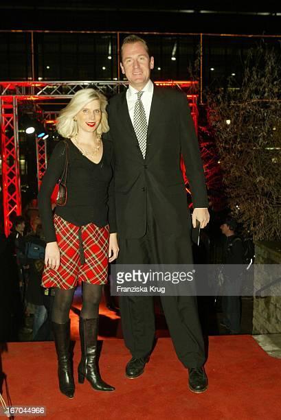 Dr Mathias Döpfner Mit Ehefrau Ulrike Bei Der Verleihung Woman Of The Year 2003 Von Der Zeitschrift Maxim Im Tränenpalast In Berlin Am 171203