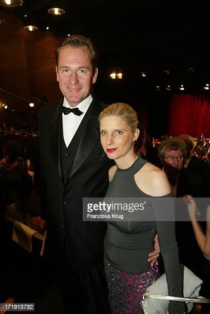 Dr Mathias Döpfner Und Seine Ehefrau Ulrike Bei Der 10 Festlichen Operngala Für Die Deutsche AidsStiftung In Der Deutschen Oper Berlin Am 081103