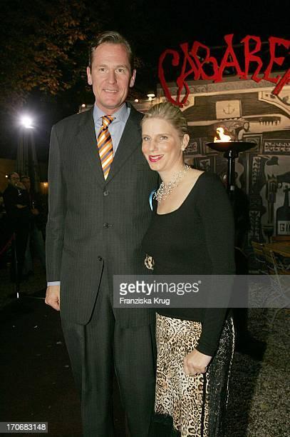 Dr Mathias Döpfner Und Seine Ehefrau Ulrike Bei Der Cabaret Premiere In Der Bar Jeder Vernunft Am Samstag In Berlin