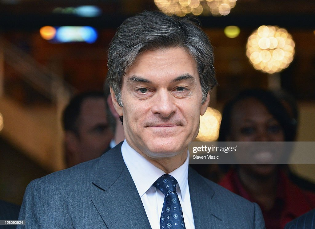 Dr. Mehmet Oz attends Green and Eco-Friendly Applebee's Ribbon Cutting Ceremony at Applebee's on December 10, 2012 in New York City.