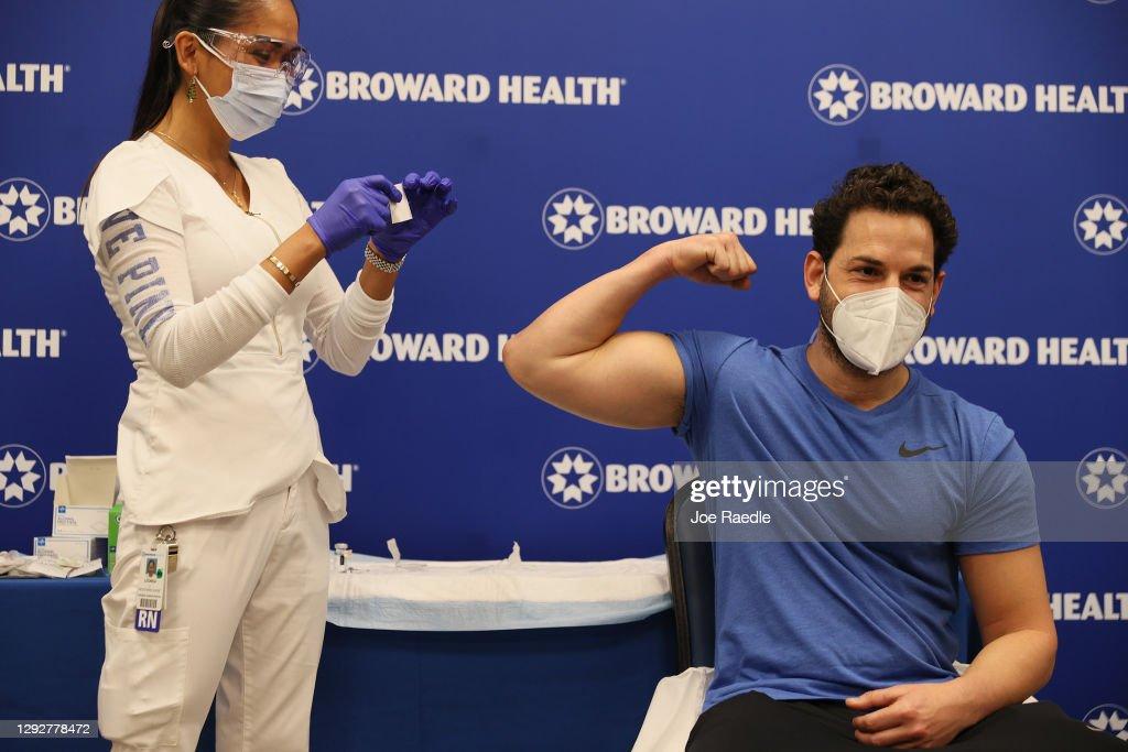 Broward Health Hospital Administers First Of Its Moderna Vaccine : News Photo