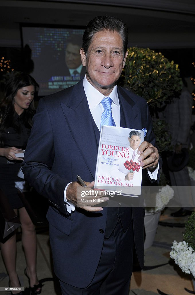 Dr Nicholas Perricone Signs Copies Of His Book At Fashion Designer News Photo Getty Images