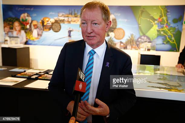 Dr Nick Smith the Minister for Building and Housing announces the decision by the Hobsonville Land Company to bring forward the development of 1000...