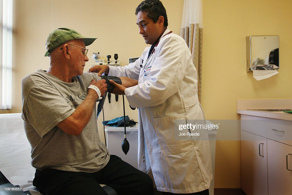 Florida Doctor Sees Patients As House Debates Health Care Reform Repeal Act : News Photo