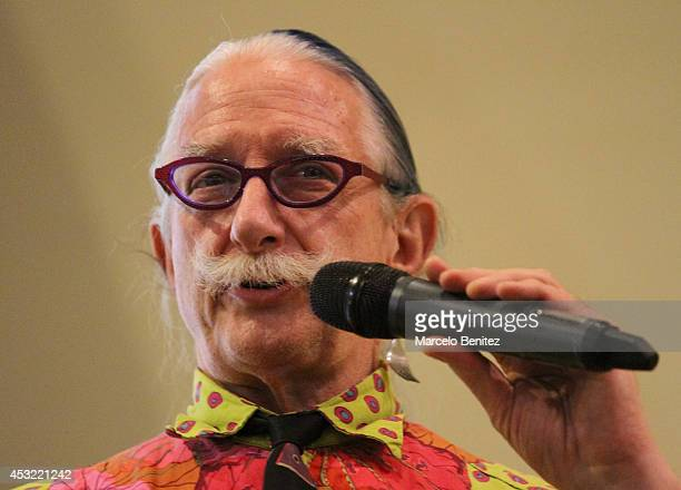 Dr Patch Adams founder of the Gesundheit Institute speaks to students during a conference about laughter therapy at Santo Tomás University on August...