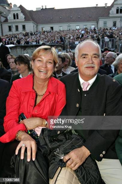 Dr Peter Grauweiler Und Ehefrau Eva Bei Der Festlichen Eröffnung Der Schlossfestspiele Auf Schloss Emmeram Mit Der Premiere Des Theaterstücks...