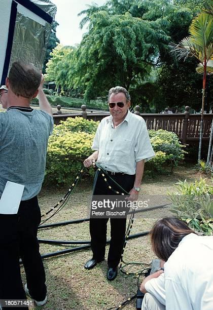 Dr Peter Matthaes Drehteam N3Reihe Heimat inder Ferne Malaysia/Insel Langkawi/AsienHotel The Andaman Sonnenbrille KabelDreharbeiten