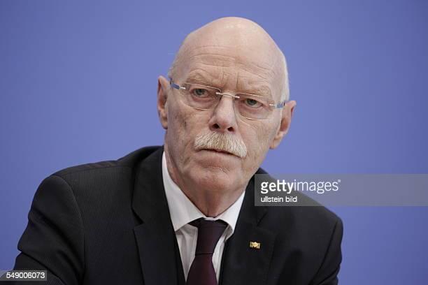 Dr Peter Struck Bundesminister a D anlässlich der Bundespressekonferenz in Berlin Thema Abschlussbericht der Hochrangigen Konsensgruppe...