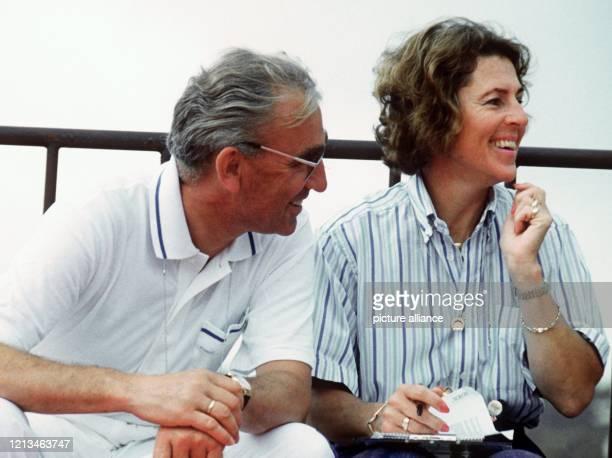Dr. Reiner Klimke mit seiner Frau Ruth am 19.9.1988 als Zuschauer bei den Olympischen Sommerspielen in Seoul. Der Olympiasieger, mit sechs zwischen...