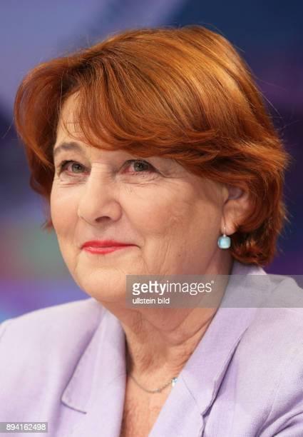 Dr Rita KnobelUlrich in der ZDFTalkshow maybrit illner am in Berlin Integration oder Spaltung Was kostet uns der soziale Frieden