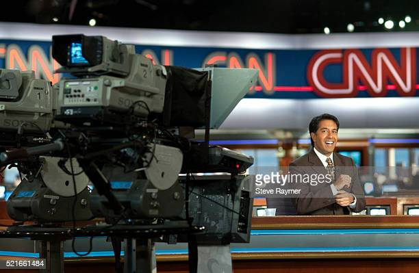 dr. sanjay gupta broadcasting live from the cnn newsroom - american tv presenters stock pictures, royalty-free photos & images