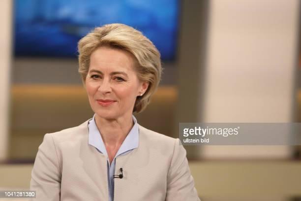 Dr. Ursula von der Leyen in der ARD-Talkshow ANNE WILL am in Berlin Thema der Sendung: Trump bekämpft Assad - Droht jetzt ein globaler Konflikt?