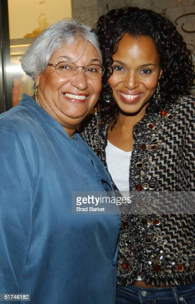 Dr Valerie Washington and Kerry Washington arrive at the newly opened Oscar de la Renta Boutique on November 15 2004 in New York City