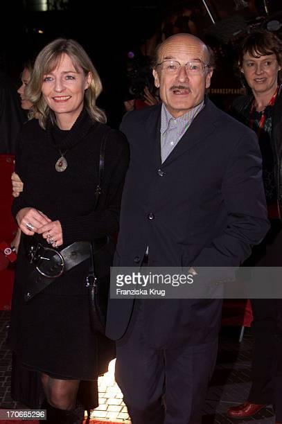 Dr Volker Schlöndorff Ehefrau Angelika Bei Moulin Rouge Premiere In Berlin 081001