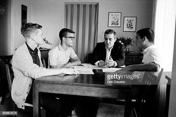 Dr William Dement talks with American students from left Bruce McAllister Randy Gardner and Joe Marciano Jr about a sleep deprivation experiment San...