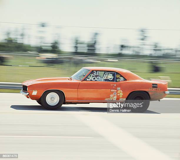 drag race car speeding down the road - 1970s muscle cars stock pictures, royalty-free photos & images