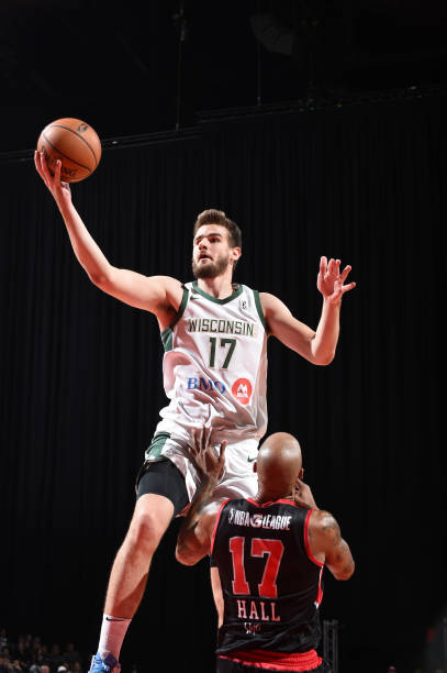dragan-bender-of-the-wisconsin-herd-shoo