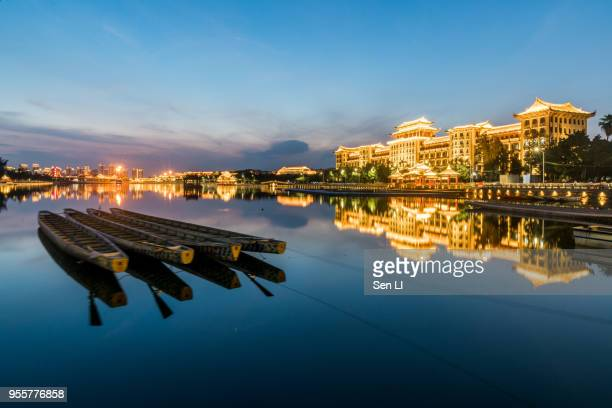 dragon boat on the lake, xiamen city landscapes, jimei district with ancient cultural buildings - xiamen fotografías e imágenes de stock