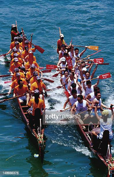 dragon boat races at stanley beach. - dragon boat 個照片及圖片檔