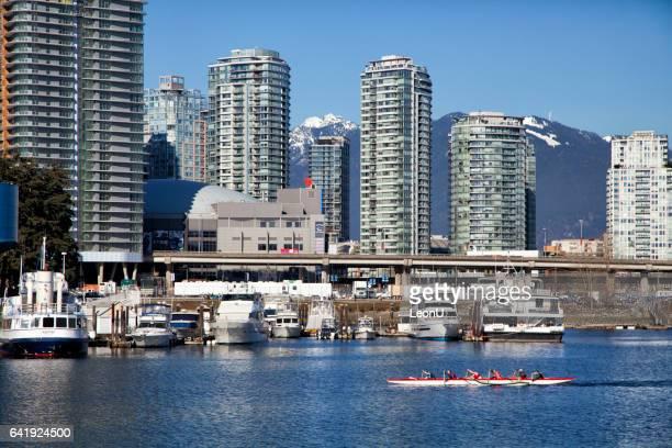 Bateau à False Creek en hiver, Vancouver, Canada-Dragon