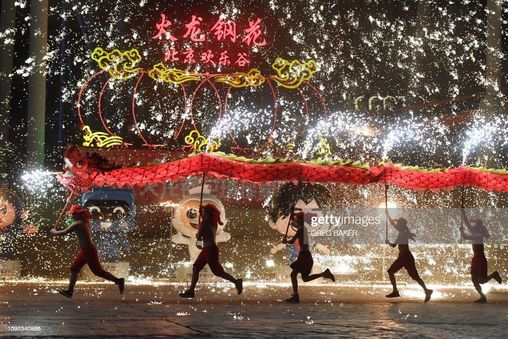 TOPSHOT-CHINA-LUNAR-NEWYEAR : News Photo
