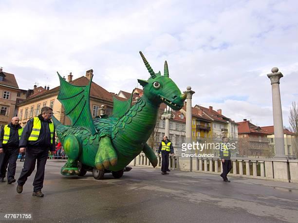 Dragon en el puente