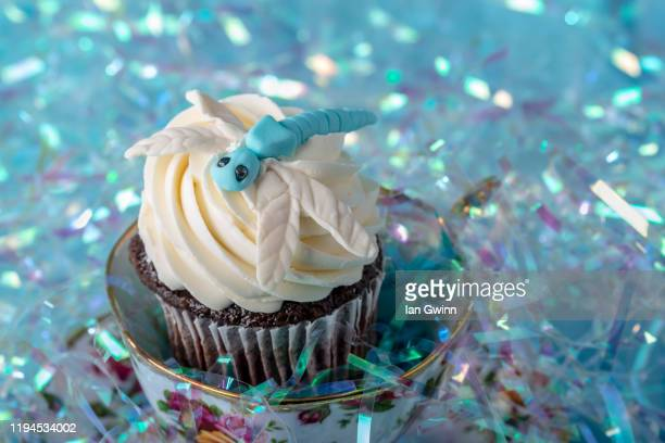 dragonfly cupcake - ian gwinn stock pictures, royalty-free photos & images