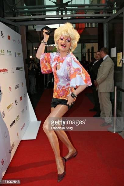 Dragqueen Olivia Jones Bei Der Love Helps Charity Gala Zugunsten Dunkelziffer EV Im Hotel East In Hamburg Am 070506