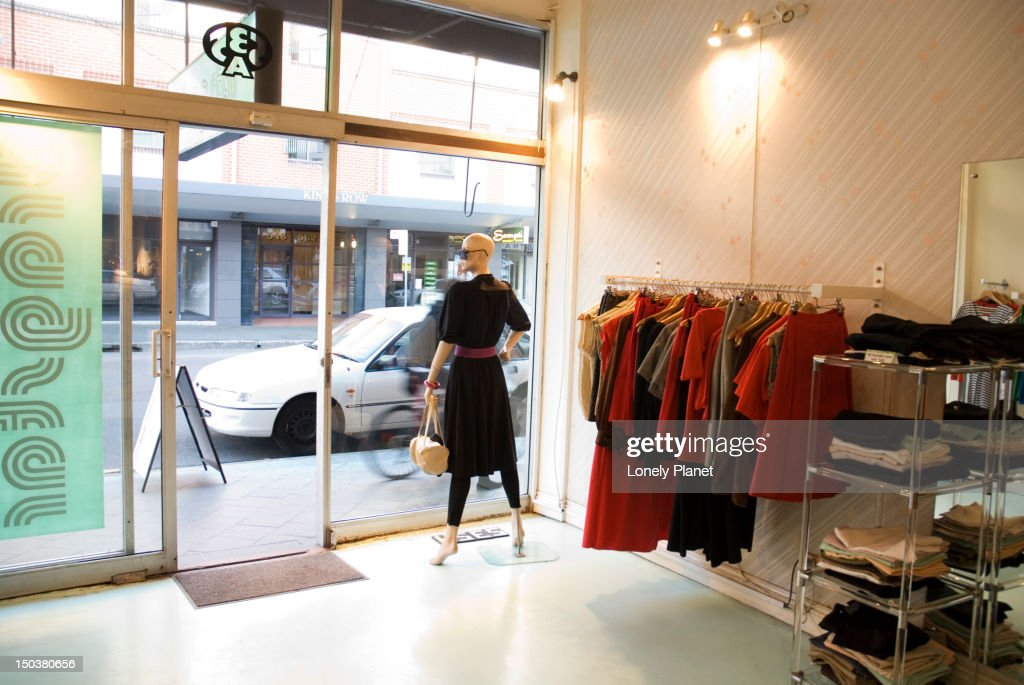 Dragster clothes shop, Newtown. : Bildbanksbilder