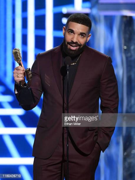 Drake accepts the award for Top Artist during the 2019 Billboard Music Awards at MGM Grand Garden Arena on May 1, 2019 in Las Vegas, Nevada.