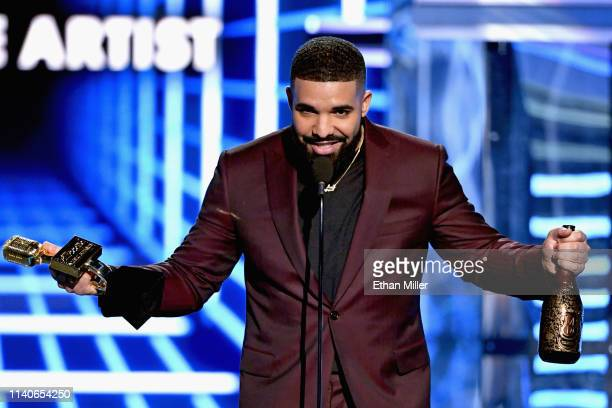 Drake accepts Top Male Artist onstage during the 2019 Billboard Music Awards at MGM Grand Garden Arena on May 1, 2019 in Las Vegas, Nevada.