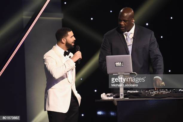 Drake and Shaq speak on stage during the 2017 NBA Awards Live On TNT on June 26 2017 in New York City 27111_001