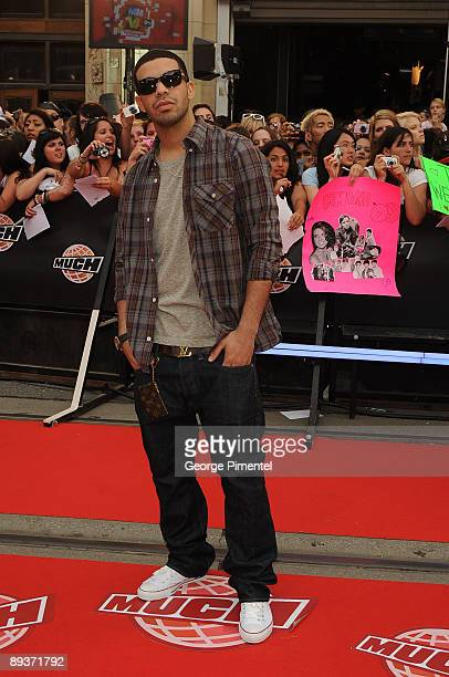 326c34efa550 Drake arrives on the red carpet of the 20th Annual MuchMusic Video Awards  at the MuchMusic