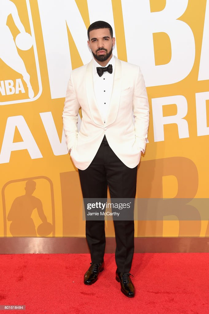 Drake attends the 2017 NBA Awards live on TNT on June 26, 2017 in New York, New York. 27111_003
