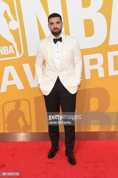Drake attends the 2017 NBA Awards live on TNT on June 26 2017 in New York New York 27111_003