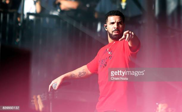 Drake joins Giggs on stage at Reading Festival at Richfield Avenue on August 27 2017 in Reading England