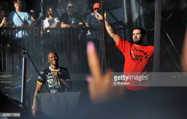 Drake joins Giggs on stage during Day 3 of the Reading Festival at Richfield Avenue on August 27, 2017 in Reading, England.