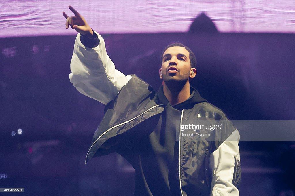 Drake Performs At O2 Arena In London : News Photo