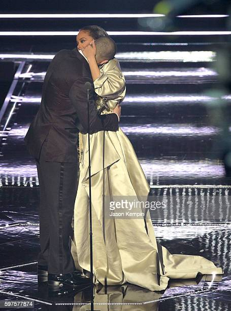 Drake presents the Video Vanguard award to Rihanna onstage during the 2016 MTV Music Video Awards at Madison Square Gareden on August 28 2016 in New...